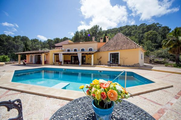 Imposing Finca with pool and stunnings views...