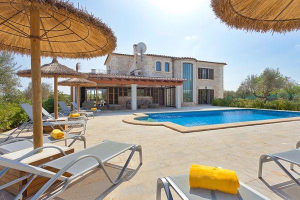 Elegante Finca mit Pool in idyllischer Lage...