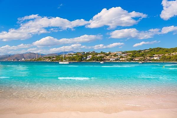 Playa Alcanada auf Mallorca